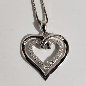 Jewelry - Heart pendant and chain